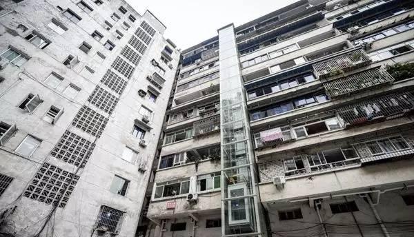 老旧住宅装电梯 泸州首例开工了
