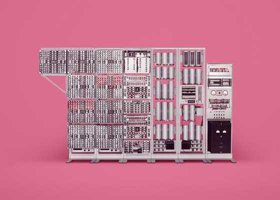 "Harwell Witch Harwell Dekaton是世界上最早出现的电子计算机中的一款,它也被人们称之为""WITCH""(女巫),它在2012年的时候被重新唤醒,并运行到了今天。日前,在英国国家计算博物馆中展出的这台Harwell Witch是一台重达2.5吨的基于继电器的计算机,它曾协作当年的英国工程师们建造了英国的第一座核反应站。"