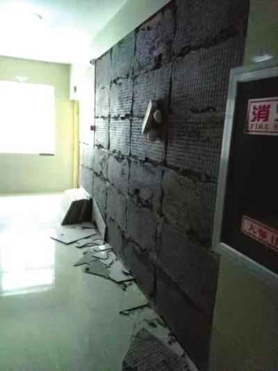 兰州: 电梯问题多多 瓷砖频频脱落