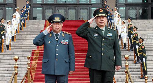 常万全与哈萨克斯坦国防部长举行会谈