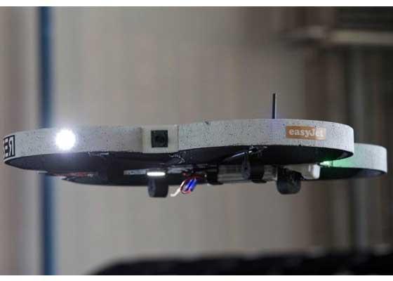 航空公司Easyjet:检查飞机    廉价航空公司EasyJet已经开始使用无人机对其飞机进行安全检测。该公司目前正在卢顿机场测试无人机,并计划于2016年向其他机场推广。