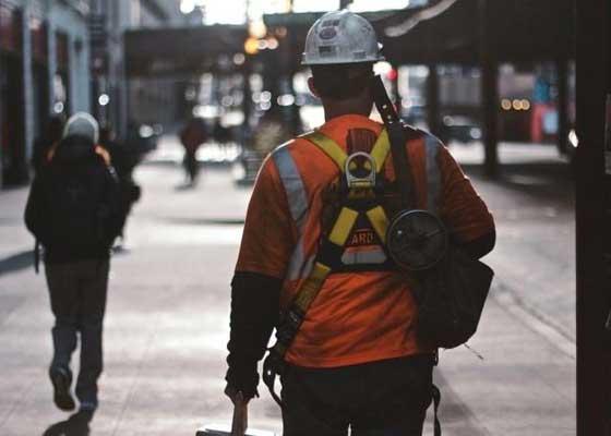 建筑公司Balfour Beatty:安全性    建筑公司Balfour Beatty的首席信息官曾在2013年表示,他会评估无人机是否能被用于检查建筑围墙,并增加人员安全水平。