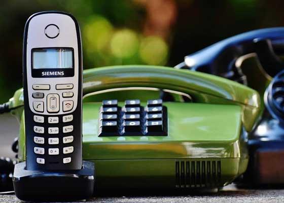 无线电话    在未来,无线电话很可能会被无处不在的小型麦克风所取代。所以,那时的我们无论走到家中的何处,都可以进行无间断地通话。而与此同时,个人虚拟管家在感知到有来电的时候,也会在一旁提醒我们。