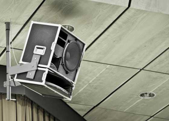 扬声器    在未来,扬声器很可能会被那些整合进我们家庭装饰的,更为高效和更为紧凑的设备所取代,这些设备将藏着最显眼的地方的背后,通过蓝牙无线连接的方式来播放音频,除此之外,我们还可以简单地通过语音,指挥个人虚拟助手来操作这些设备。