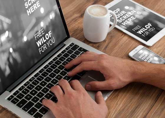 """笔记本电脑    笔记本电脑在未来的10年里,也可能会成为""""古董""""。10年后的今天,我们很可能会通过投射在桌面或是墙上的虚拟键盘来办公,这样的话,任何桌面都可以被轻松转变至触摸屏,而也可能会推动远程办公的发展,因为我们随时随地都可以进行工作了。至于面对面地交流,它也可以被配有麦克风的无线摄像头来取代。"""