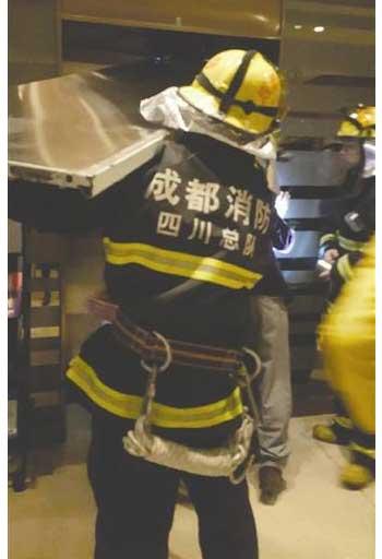 成都:电梯急救电话 竟然关机