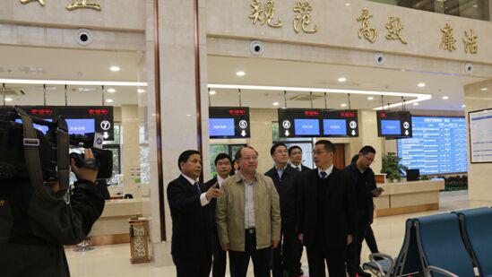 何剑波调研市<a href=http://jiaju.caigou2003.com/gonggong/ target=_blank class=infotextkey>公共</a>资源交易中心
