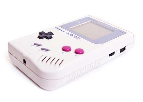 OG Gameboy    1989年推出的这种手持游戏设备,需要使用电池和任天堂墨盒才能玩游戏,这个概念有点儿像苹果应用店时代的古代历史。