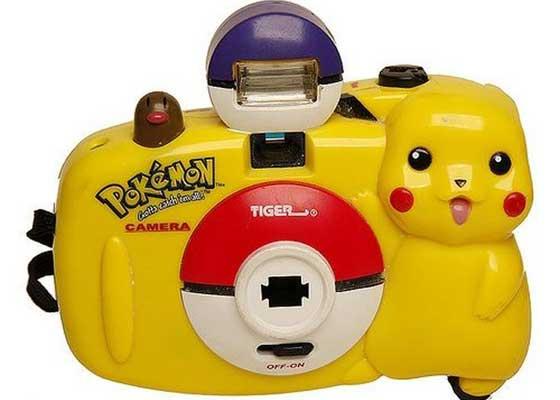35毫米Pokémon Camera    这种颜色明亮的塑料相机可记录下你所有的度假照片,只是其比今天加载虚拟现实游戏更慢。