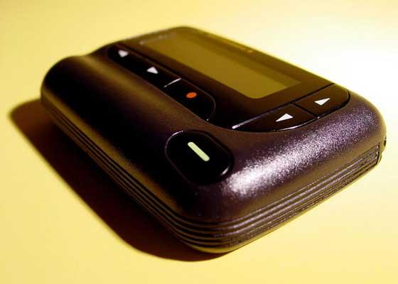 寻呼机    20年前,等待某人使用付费电话给你回电话的场景十分常见。