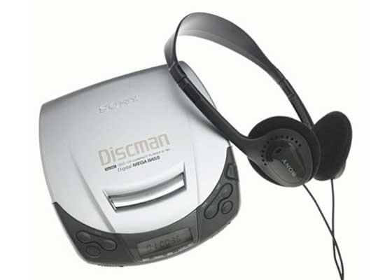 索尼随身听    无论何时,只要你突然移动,索尼随身听(便携式CD播放器)就会进入快进或跳过播放曲目状态,尽管索尼宣称其已经加入防跳技术。但是对于20世纪90年代的孩子们来说,索尼随身听依然让他们可以自由地畅听摇滚音乐。