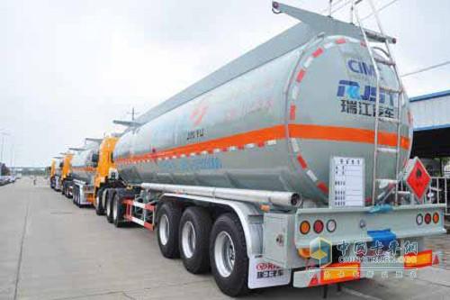 高端成熟 瑞江液罐车受西北客户青睐
