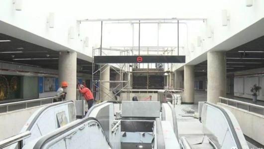 地铁人广站改造进展顺利 电梯安装全部到位