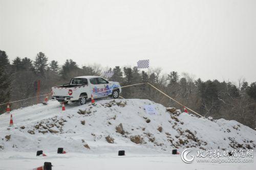 T60进行了S型绕弯、8字弯、冰雪爬坡、交叉轴、搓板路等冰雪测试