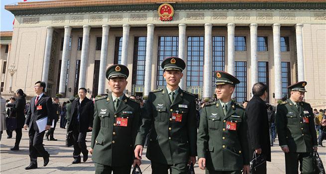 解放军代表团提交3件议案和174件建议