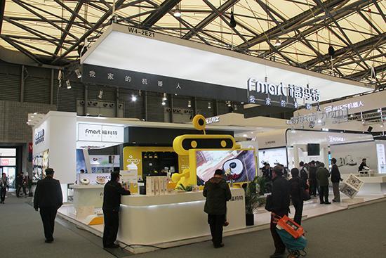 福玛特展台的黄色小机器人很可爱