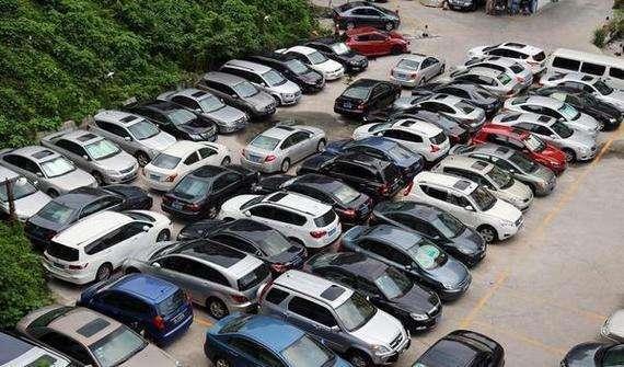 """广州政府机关向社会开放停车场获""""点赞"""""""