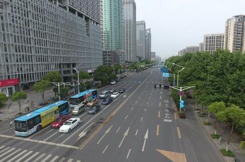 南京公交专用道:新能源大中客车也能走