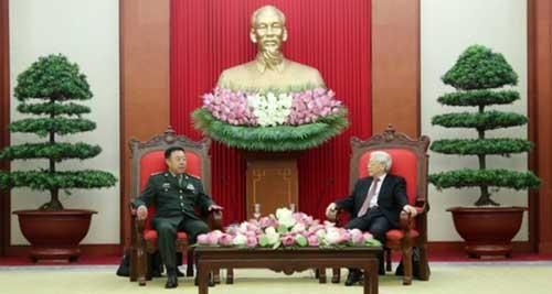 6月18日,越共中央总书记阮富仲在河内会见了正在越南访问的中央军委副主席范长龙。