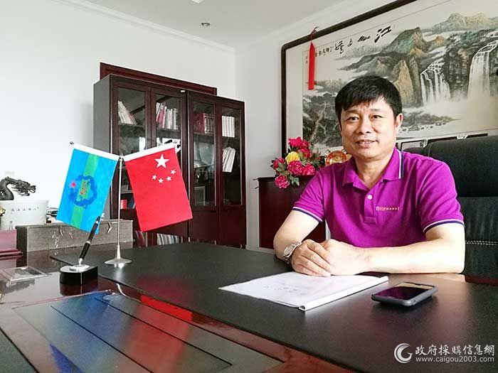 东方万隆家俱有限公司董事长洪方龙