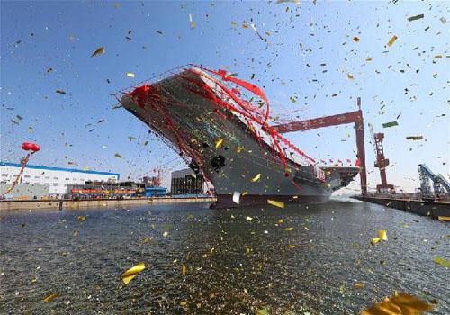 我国第二艘航空母舰下水仪式在中国船舶重工集团公司大连造船厂举行