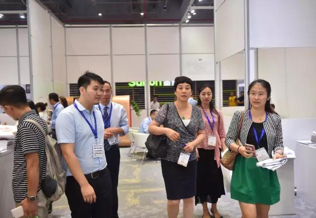广州市家具行业协会一行人参观、体验百利展馆
