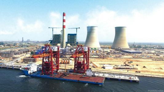 中巴经济走廊首个落地能源项目首机投产发电