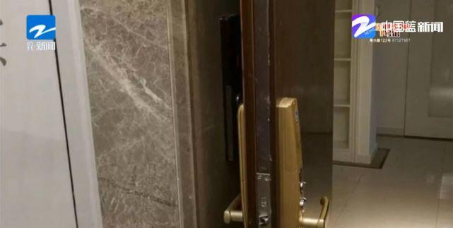 """开门""""撞""""电梯 设计合理吗"""