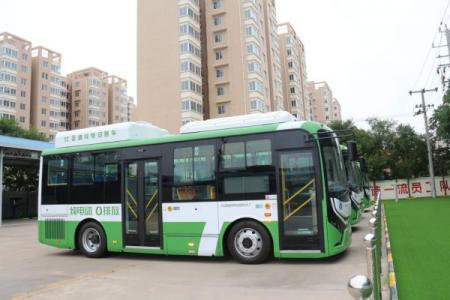 甘肃临泽:新能源公交车节能环保更舒适