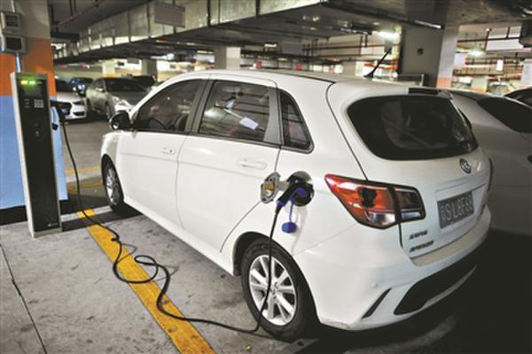 加速普及新能源汽车需破解加氢站、充电站瓶颈