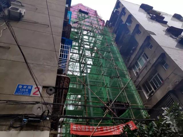 四川宜宾:这些老小区装上新电梯