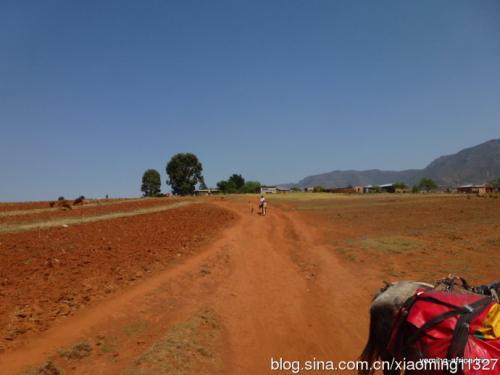 中国援莱索托道路升级优惠贷款项目开工