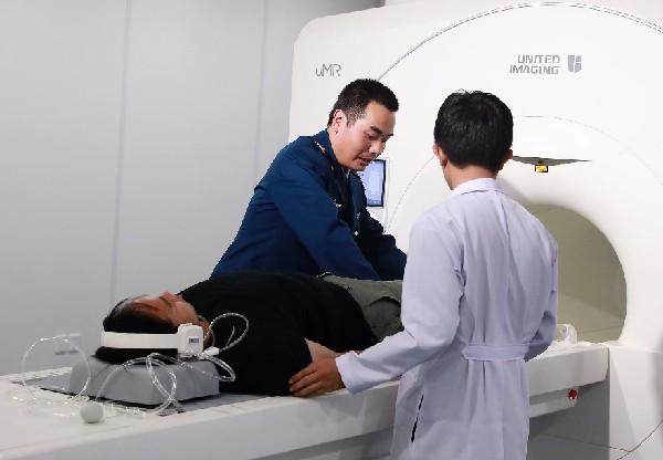 中国援老挝人民军103医院综合医疗楼开诊