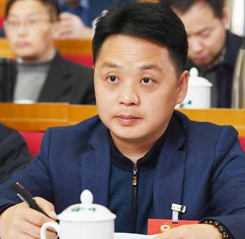"""湖南省政协委员刘佐华呼吁代理服务费去""""定价员"""""""