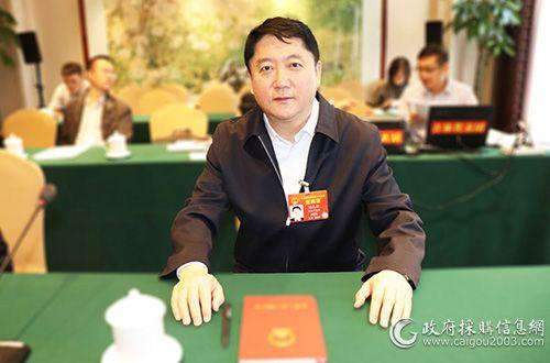 全国人大代表、吉林省财政厅党组书记、厅长谢忠岩