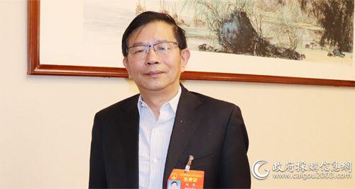 全国人大代表、长虹公司党委书记、董事长赵勇