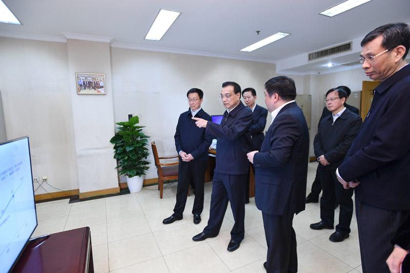 李克强考察财政部 税务总局并主持召开座谈会