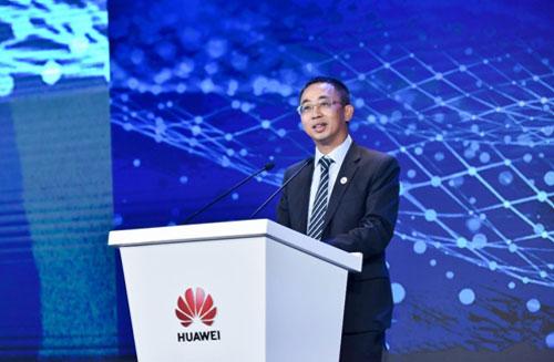 华为Cloud & AI产品与服务总裁侯金龙发表致辞