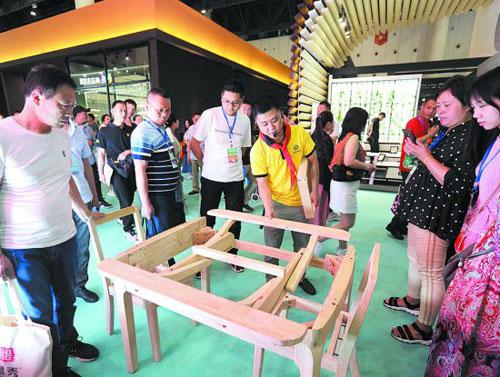 榫卯結構的智能家具展示吸引眼球