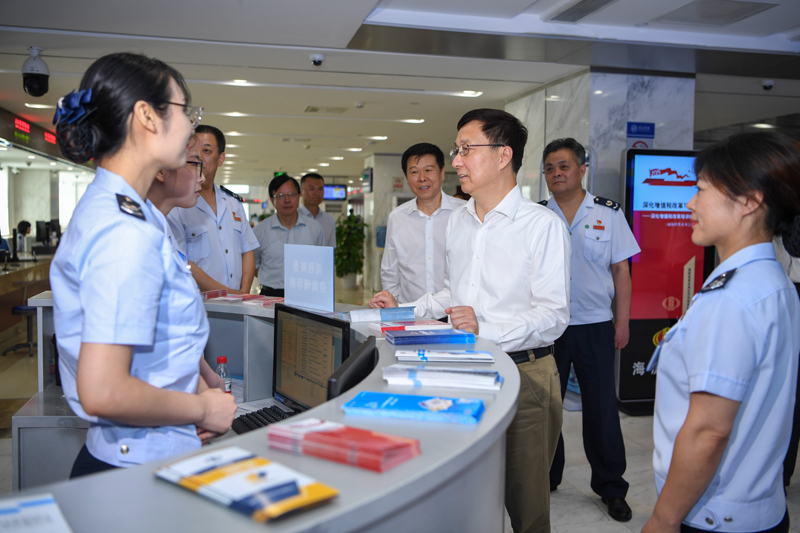 韓正在北京市調研企業減稅降費情況并召開座談會