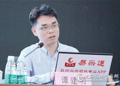 图为上海爱登堡电梯集团股份有限公司事业部副总经理 谭建明