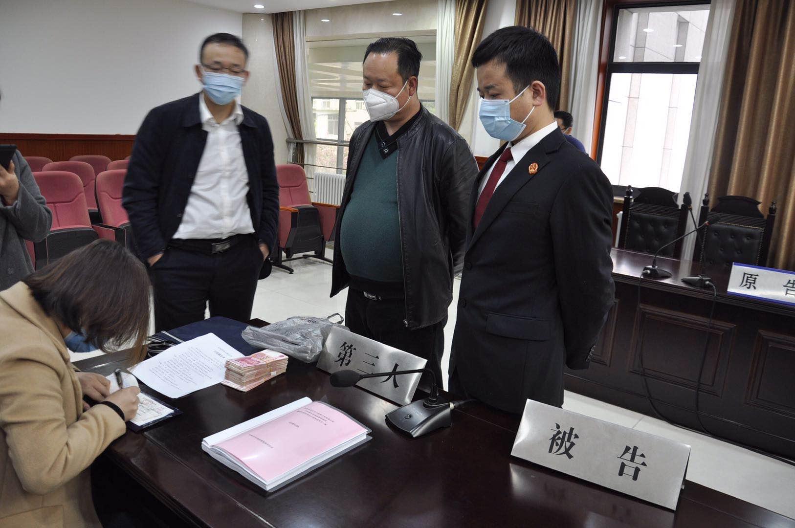 电梯公司电梯伤人被处罚 法院调解促复产