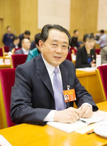 全国人大代表、湖北省长江产业投资集团有限公司党委书记、董事长何大春