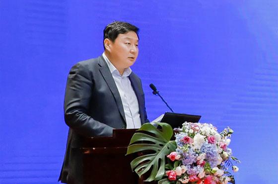 內蒙古自治區財政廳政府采購處處長趙大軍在15屆全國政府采購監管峰會上做主題講演