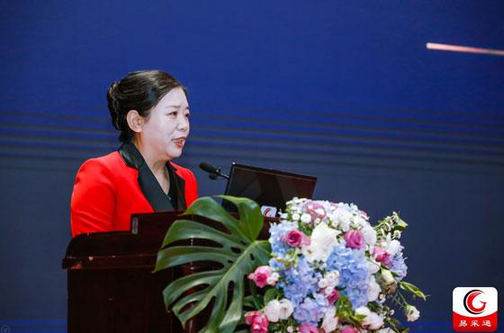 政府采購信息報社創辦社長兼總編輯劉亞利在15屆全國政府采購監管峰會上做主題講演