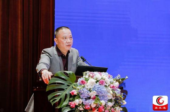 廣東省財政廳政府采購監管處處長黃山在15屆全國政府采購監管峰會上做主題講演