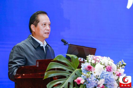 廣西壯族自治區財政廳二級巡視員黃鋼平在15屆全國政府采購監管峰會上做主題講演