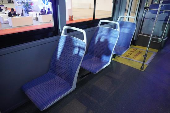 整体式轮罩座椅,舒适性更高-550.jpg
