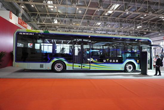全新造型的E9纯电动公交车,外观动感时尚、美观大气-550.jpg